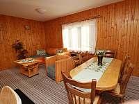 jídelna s obyvákem - pronájem chaty Horní Bečva
