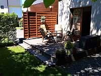 Na terase u domu je příjemně i za horkých dnů - Veřovice