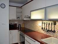 kuchyně - apartmán k pronajmutí Karolinka