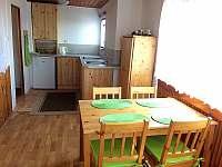 Kuchyň s jídelnou - chata ubytování Lukov