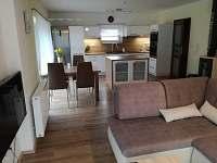 Obývací pokoj spojený s kuchyňí - Trojanovice