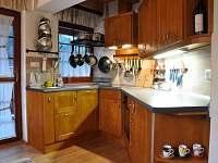 Chata - kuchyňka v přízemí - pronájem Horní Lomná
