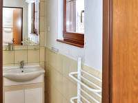 Přízemí dřevěnice U Rozárky -koupelna