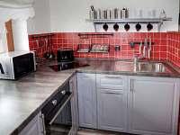 Radimova stodola-kuchyňský kout