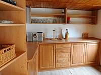 """Pracovní název  místnosti """"Hospoda"""", nacházející se u venkovní kuchyně"""
