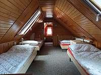 1. Ložnice - chata k pronajmutí Valašska Bystřice
