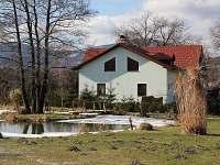 Pohled od sousedova rybníka