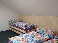 4 - lůžkový pokoj vrchní patro - Velké Karlovice