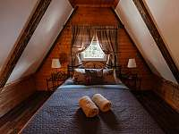Double postel ložnice č.2 v podkroví - pronájem chaty Horní Bečva