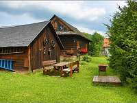 venkovní posezení u chalupy Volkov