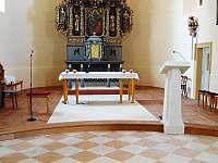 Kostel sv. Petra a Pavla v Lichnově.