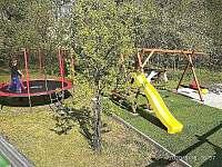 Dětské hřiště + trampolína - chalupa k pronajmutí Velké Karlovice