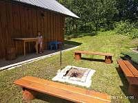 Ohniště za chalupou - k pronajmutí Velké Karlovice