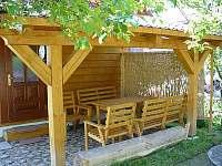ubytování Beskydy-chalupa Zašová-venkovní posezení - srub ubytování Zašová
