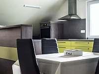 jídelní stůl - apartmán k pronájmu Nový Hrozenkov