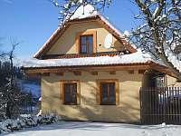 chalupa v zimě - k pronájmu Valašská Bystřice