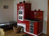 kamna v kuchyni - pronájem chalupy Valašská Bystřice