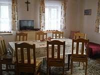 kuchyně a jídelna - chalupa ubytování Valašská Bystřice