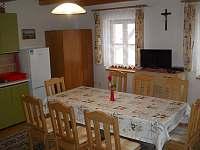kuchyně a jídelna - chalupa k pronajmutí Valašská Bystřice