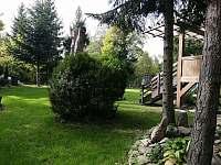 pohled do zahrady - chata k pronajmutí Ostravice
