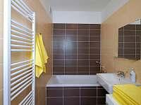 koupelna (vana) - apartmán k pronajmutí Velké Karlovice