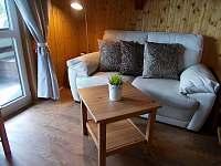 Obývací část - sedačka - chata k pronajmutí Trojanovice část pod Javorníkem