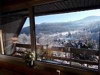 Pohled z okna v zimě - chata k pronájmu Trojanovice část pod Javorníkem