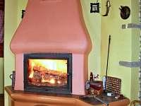 hořící krb - pronájem chaty Huslenky