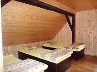 Pokoj v 1. patře - chalupa k pronájmu Prostřední Bečva