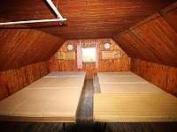 Velký pokoj nahoře - chata k pronájmu Nýdek