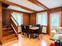 Obývací pokoj s jídelním stolem - Čeladná