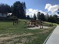 Nové hřiště 50m od chaty - Horní Bečva