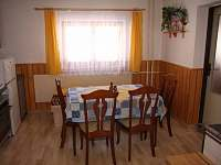 Kuchyně - posezení - chalupa k pronajmutí Karolinka - Stanovnice