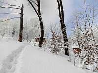 Pohled v zimě od studánky - pronájem chaty Smilovice