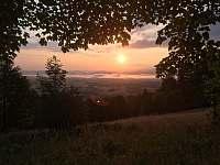 Východ slunce před jurtou - Smilovice