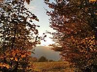 zapadající slunce mezi kopce 250m daleko - Smilovice