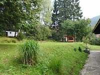 Chodník k brance - chalupa k pronajmutí Horní Bečva