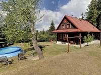 Dům, pohled ze hřiště - Horní Bečva