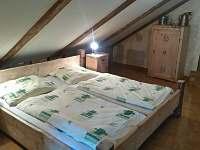 5. pokoj 2 x dvoulůžko+ jedna menší postel