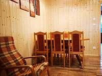 jídelní stůl - chalupa ubytování Velké Karlovice