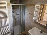 koupelna - sprchový kout - chalupa k pronájmu Velké Karlovice