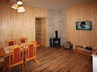 obývací pokoj s jídelnou - pronájem chalupy Velké Karlovice