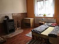 pokoj s krbem, přízemí, leden 2020 - chalupa k pronájmu Ostravice