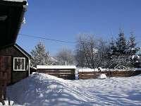 Valašská dřevěnice - zahrada v zimě