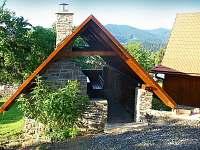 Venkovní posezení s krbem - chalupa ubytování Horní Bečva