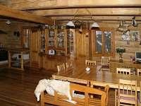 Kuchyně se stolováním - chalupa k pronájmu Velké Karlovice
