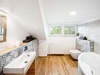 Velký apartmán- koupelna s vanou - Bukovec