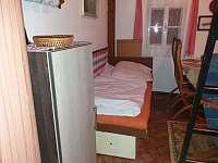 spaní v obýváku - chalupa k pronájmu Vigantice