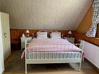 Ložnice 1 s dvojlůžkem a rozkládacím dvojlůžkem - pronájem chaty Ostravice