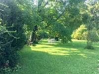 Pohled do zahrady - chata k pronájmu Ostravice